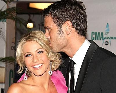julianne-hough-chuck-kiss