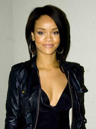 A good and hot photo of Rihanna